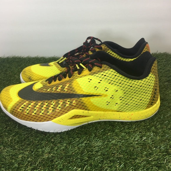 a01456fc8be Nike Hyperlive PROMO EYBL Low Basketball Shoe. M 5b565c7c409c15e6a3d5fc96